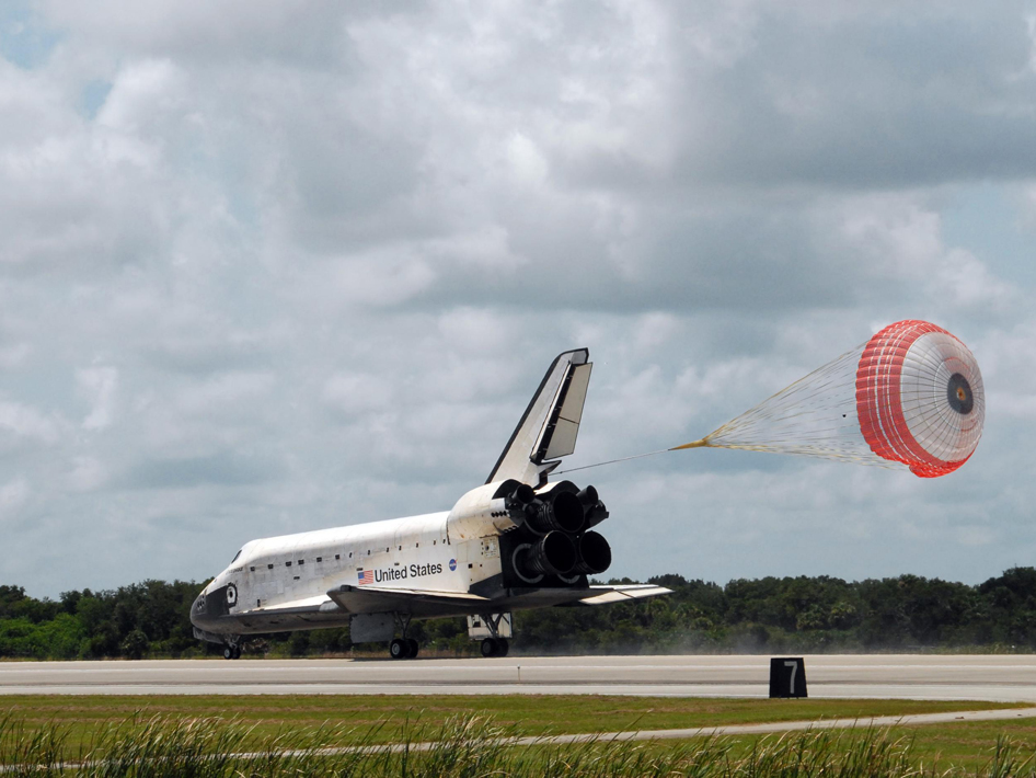 Endeavour as it landed on runway 15 at NASA's Kennedy Space Center