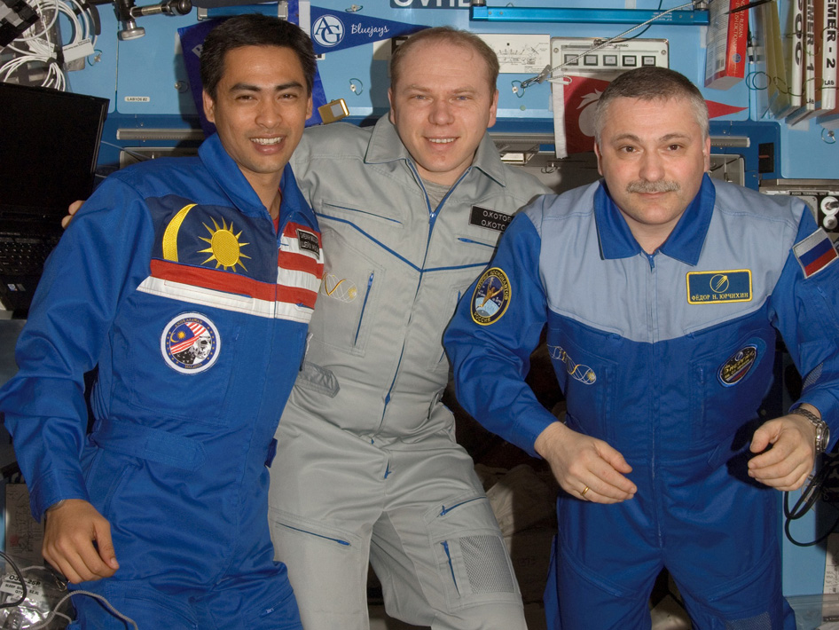 Cosmonauts Fyodor N. Yurchikhin (right) and Oleg V. Kotov (center), and Malaysian spaceflight participant Sheikh Muszaphar Shukor
