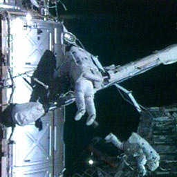 Spacewalkers Peggy Whitson and Dan Tani