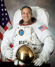 JSC2001-02670: Astronaut Mike Massimino