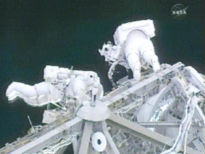 Spacewalkers Peggy Whitson (left) and Dan Tani