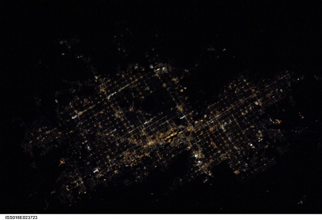 NASA - Nocturnal view of the Glendale/Phoenix/Mesa, Arizona area