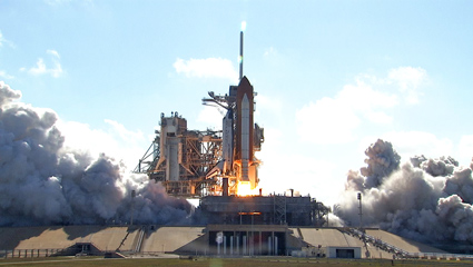 STS124 -Discovery : lancement - Page 4 213834main_124_launch_HD-web