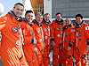 Endeavour astronauts pose at 195-foot level
