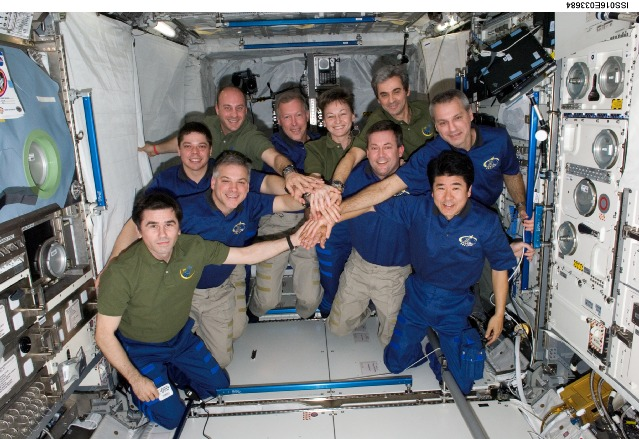 ISS016-E-033684 -- The STS-123 and Expedition 16 crews