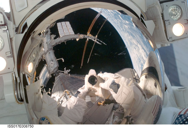 [STS-124 / ISS 1J] : EVA 1 - Page 4 239133main_iss017e008750