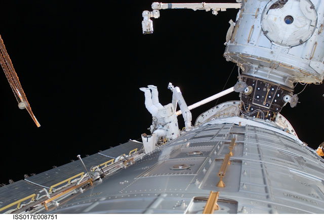 [STS-124 / ISS 1J] : EVA 1 - Page 4 239138main_iss017e008751