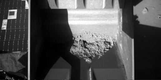 Stubborn Sample in Phoenix Scoop, Sol 62