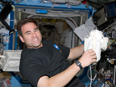 S124-E-007654 -- Expedition 17 Flight Engineer Greg Chamitoff