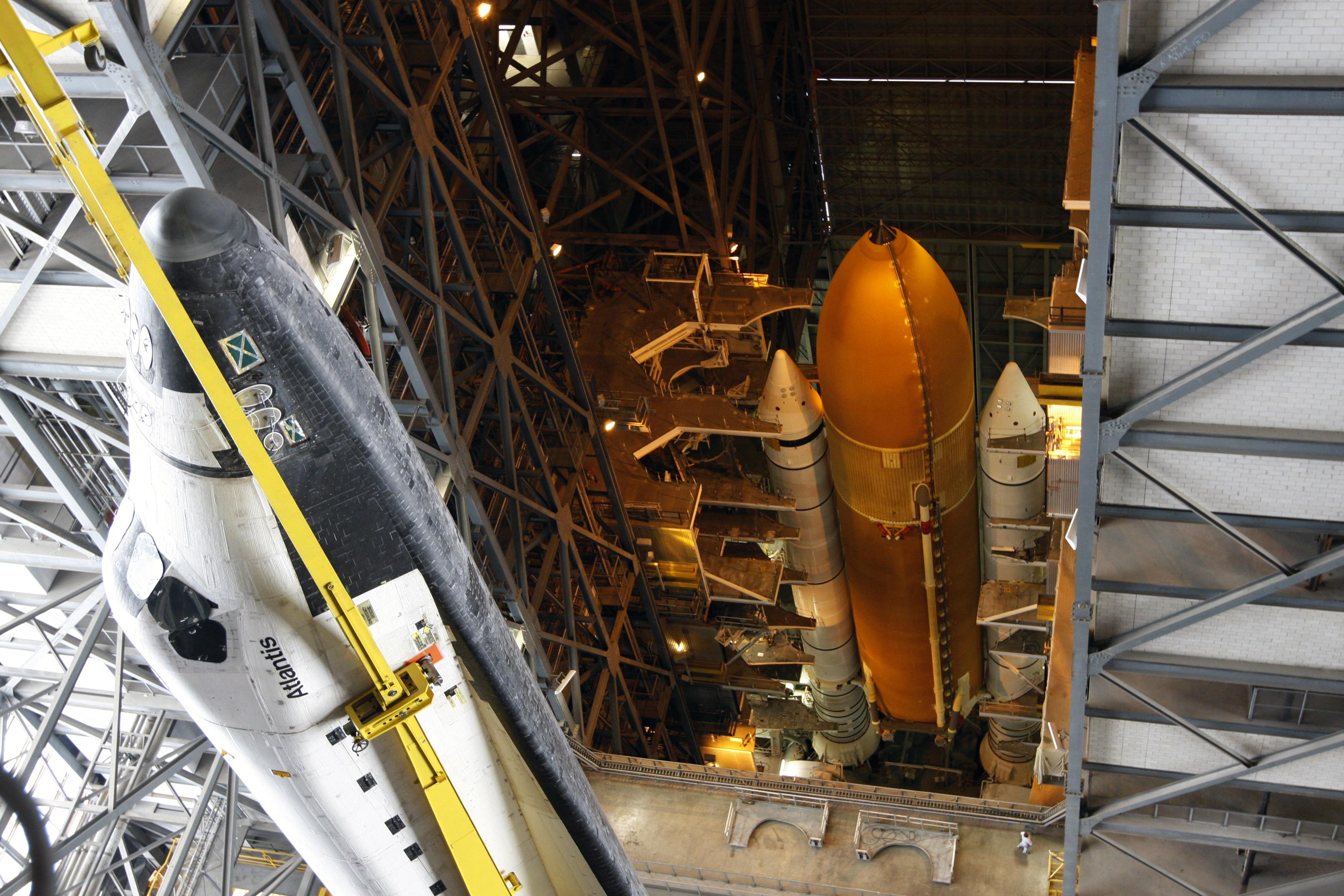 STS-125 Shuttle Atlantis assembly [1680x1050] | Source ...