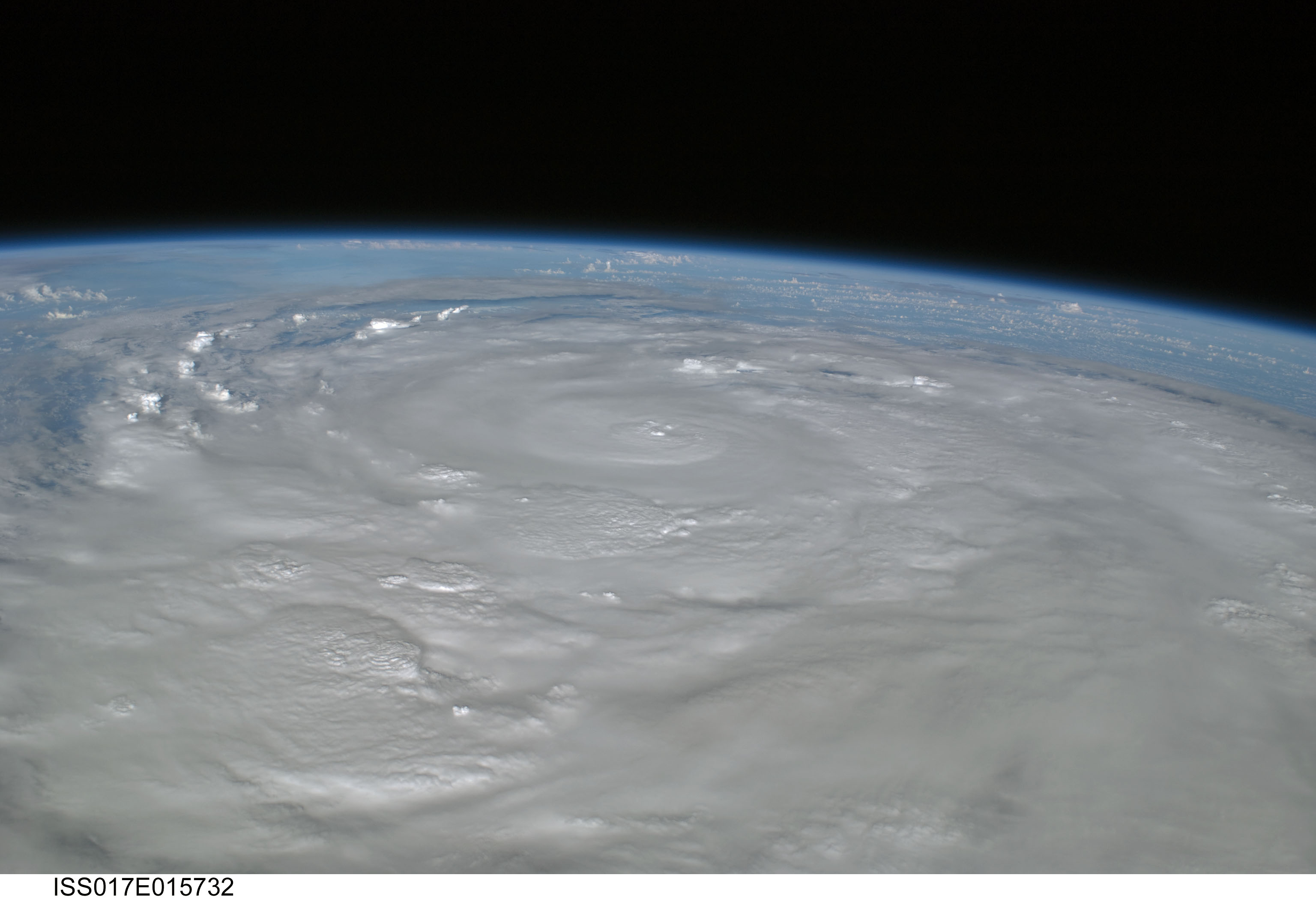 Huracanes. Imágenes satelitales Nasa alucinantes.
