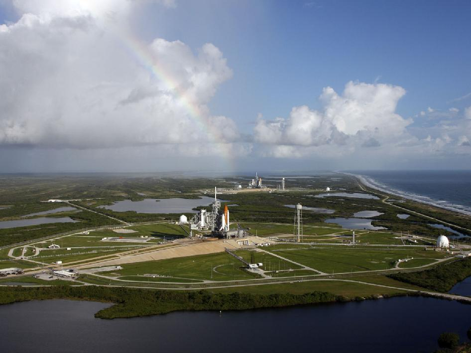 Space shuttle Atlantis and Endeavour on launch pads