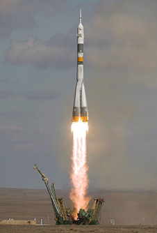 JSC2008-E-122774 -- Soyuz TMA-13 launch