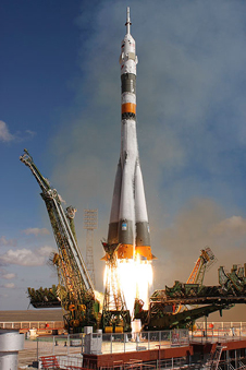 JSC2008-E-122778 -- Soyuz TMA-13 launch