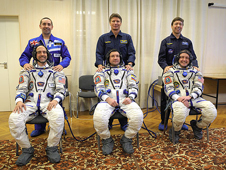JSC2008-E-122812 -- Expedition 18 crew and backups