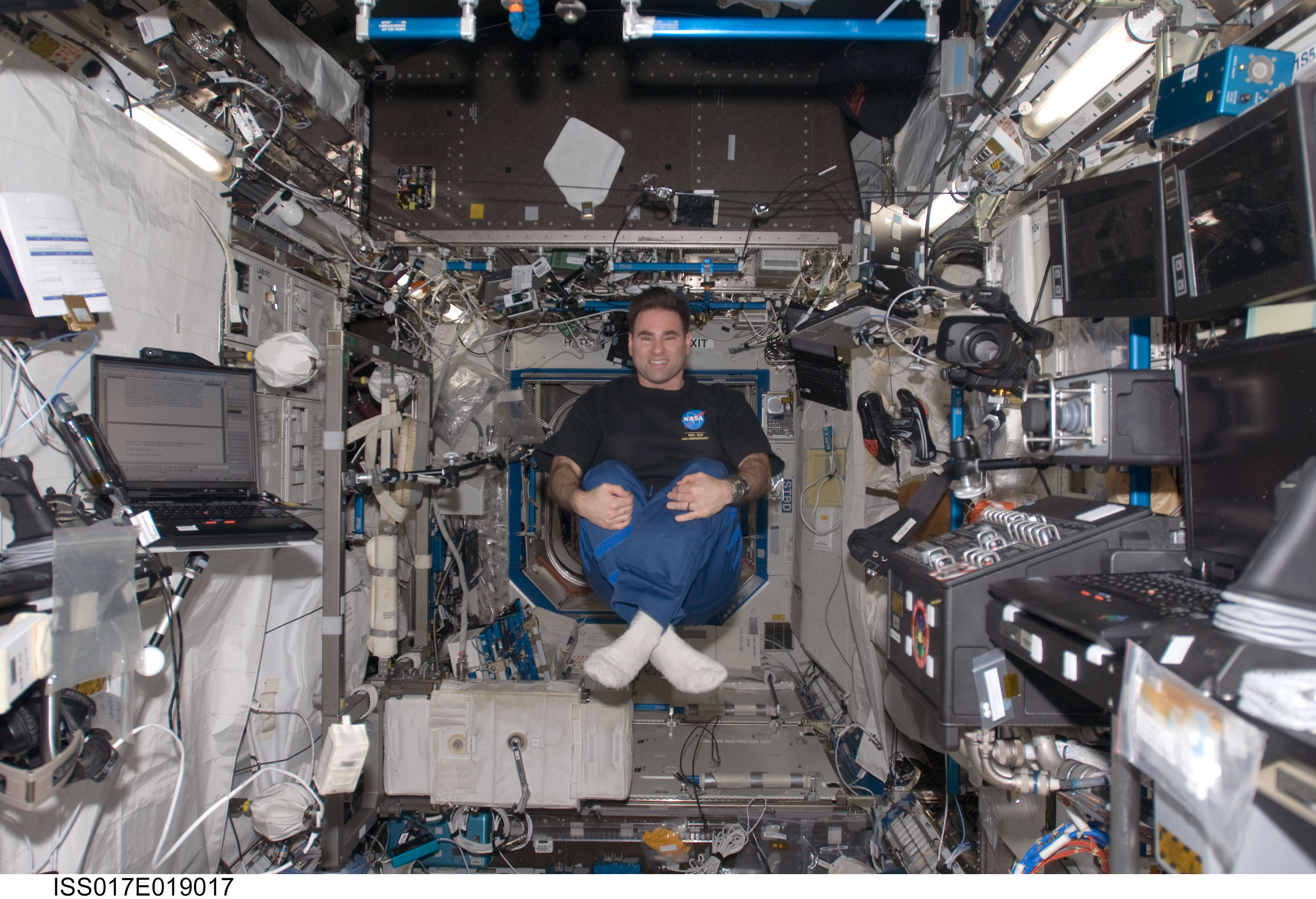 ISS Astronaut Floating Inside  Pics about space