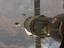 iss017e019550 -- Expedition 18 Approaches the Station