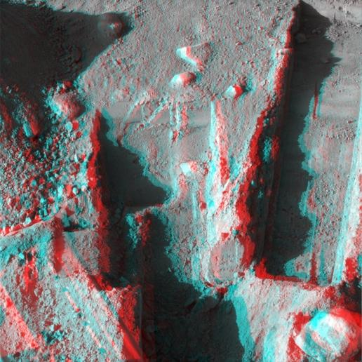 Phoenix Deepens Trenches on Mars (3D)