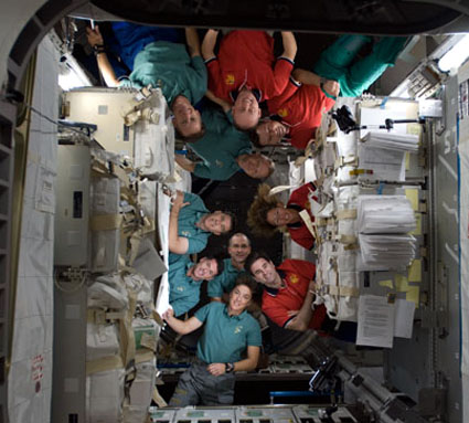 S126-E-008877 -- The Expedition 18 and STS-126 crew members
