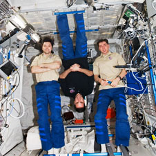 iss017e018151 -- Expedition 17 crew members