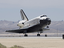 STS-117 ends with Edwards AFB landing