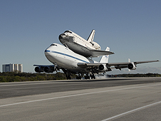 Endeavour lands at Kennedy