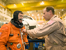 STS-126 Mission Specialist Steve Bowen and Technician Drew Billingsley