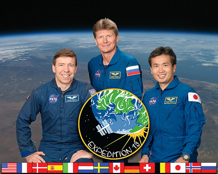 ISS019-S-002 -- Expedition 19 crew