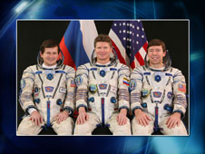 Spaceflight Participant Charles Simonyi, Expedition 19 Commander Gennady Padalka and Flight Engineer Michael Barratt