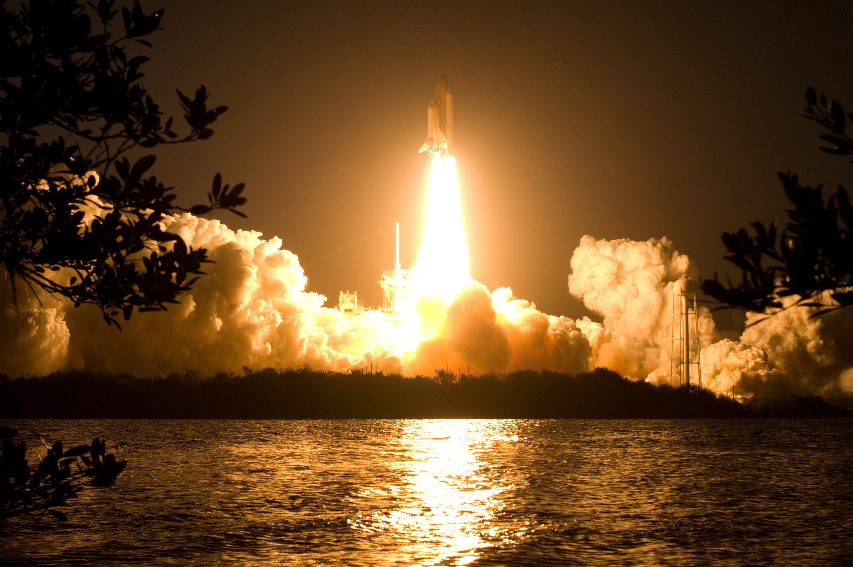 space shuttle landing at night - photo #28