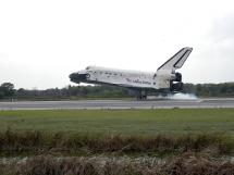 Space shuttle Discovery lands after mission STS-119.