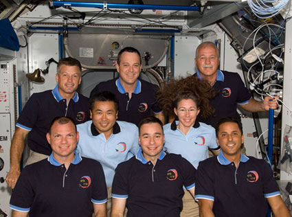 S119-E-07794: STS-119 and Expedition 18 crew members