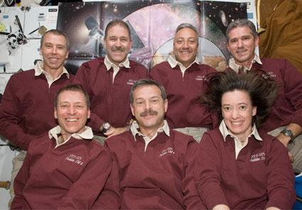 S125-E-013380: STS-125 crew