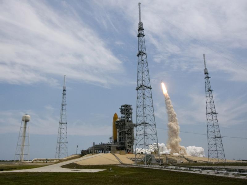 [STS-125] Atlantis : suivi du lancement (11/05/2009) - Page 11 346250main_image_1351_800-600
