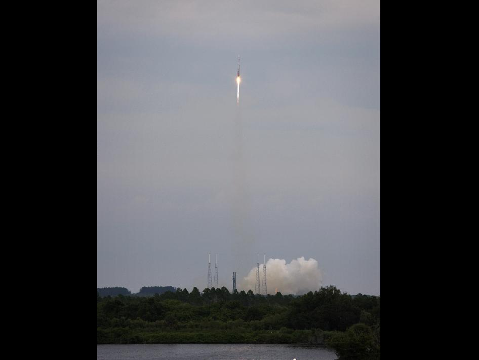 Liftoff of the Atlas V rocket carrying the LRO and LCROSS spacecraft