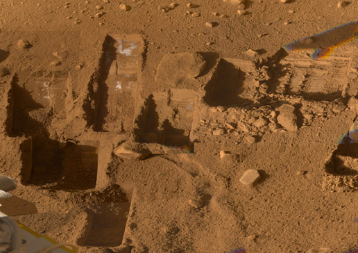 MARS SURFACE TRENCHES