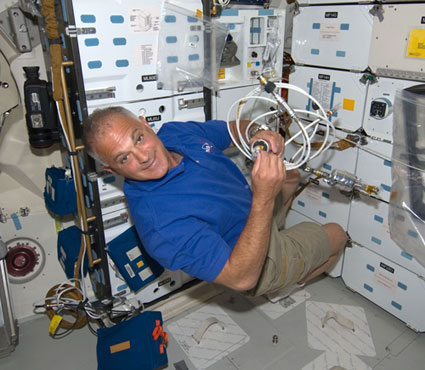 S127-E-005141: Astronaut Dave Wolf