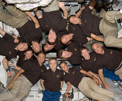 S127-E-008608: STS-127 and Expedition 20 crews