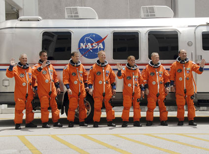 STS127-S-007: STS-127 crew