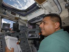 S128-E-006479 -- STS-128 Mission Specialist Jose Hernandez