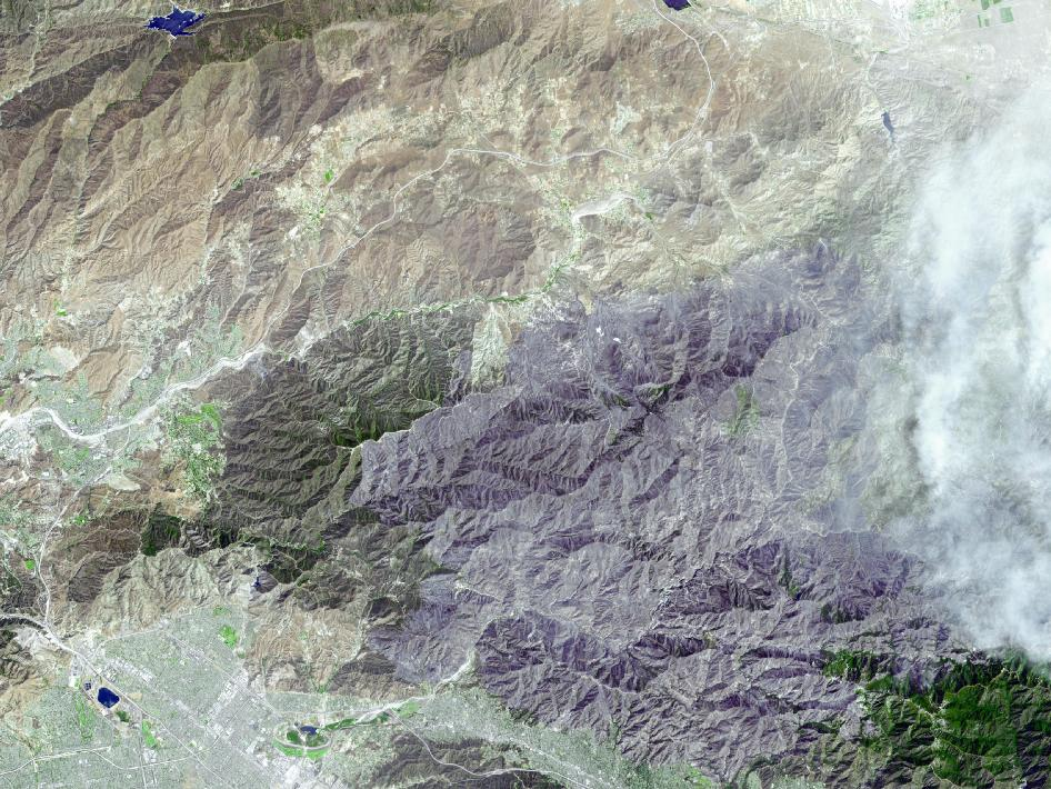 Satellite image of California showing extent of Station Fire