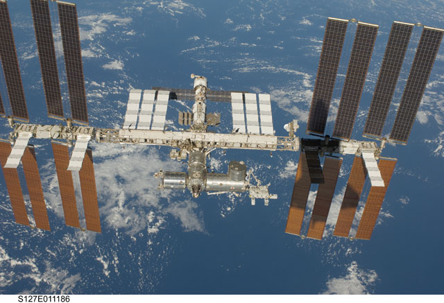 S127-E-011186: International Space Station
