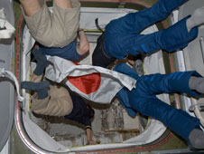 Expedition 20 crew enters HTV