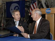 Bernardo Patti, ESA, left, and Michael Suffredini, NASA.
