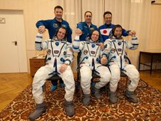JSC2009-E-286621 -- Expedition 22 crew members