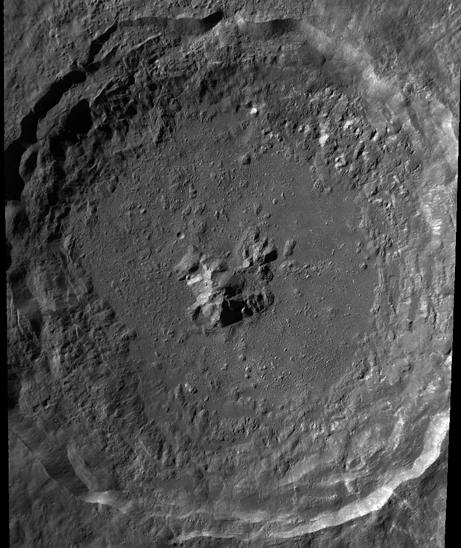 Hubble photo of the moon the crater tycho up close and - Moon close up ...