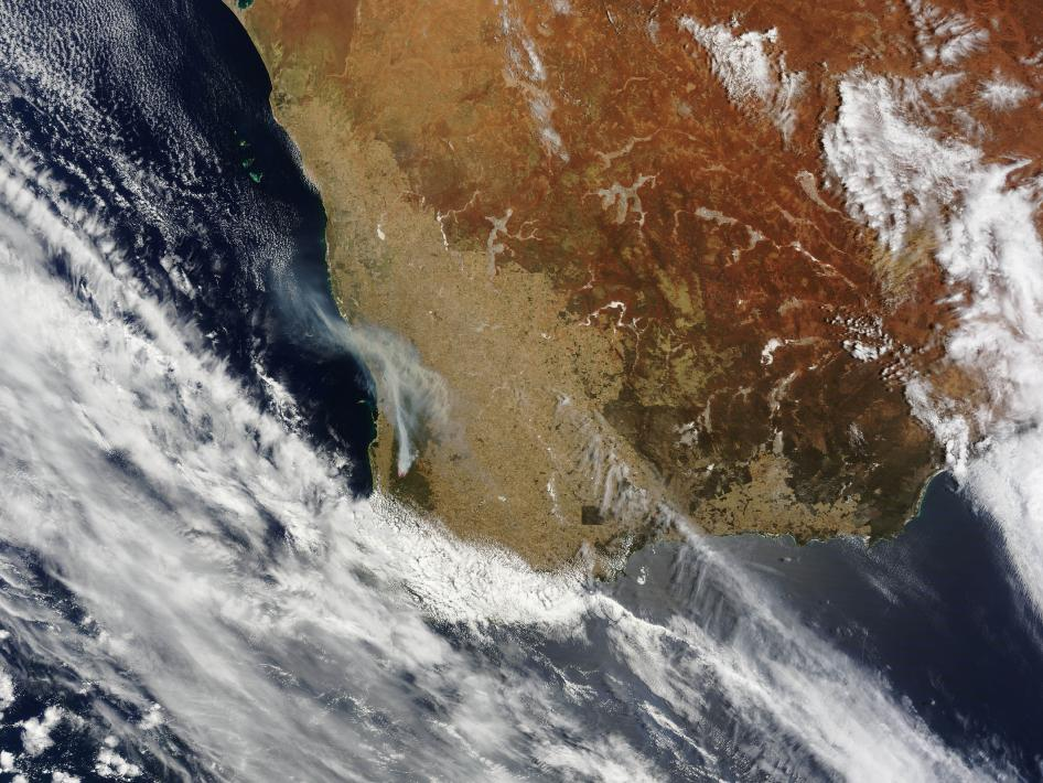 Scattered bushfires in southern Western Australia spread smoke over Perth in mid-December 2009.