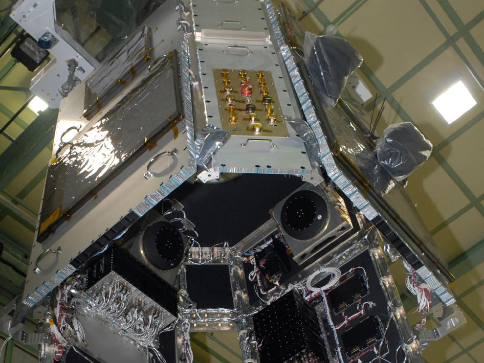 SDO spacecraft is lowered onto its propulsion module.