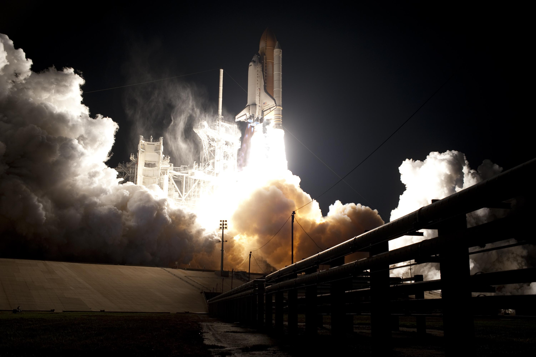 space shuttle landing at night - photo #8