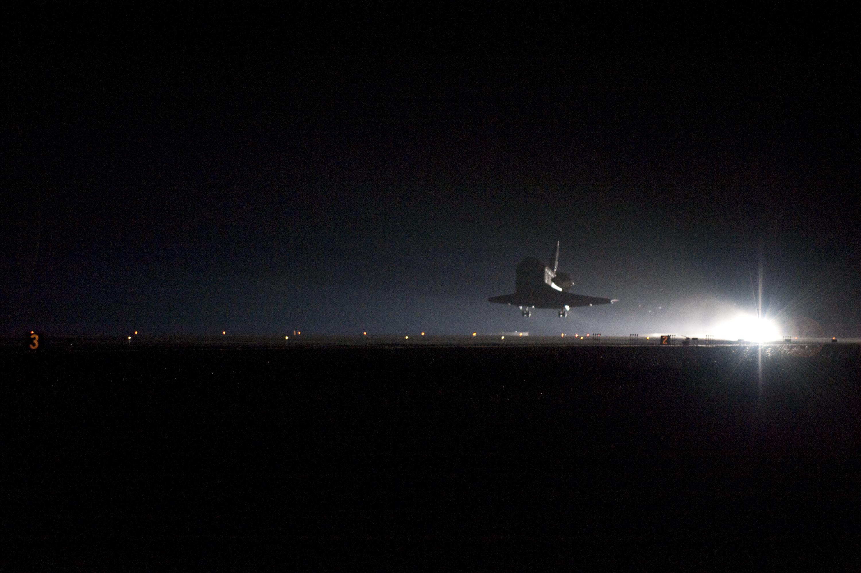 space shuttle landing at night - photo #7